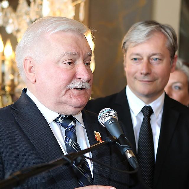 Emotion et fierté pour Nancy ce matin avec la réception de Lech WALESA, ancien président de la république de Pologne et Prix Nobel de la paix. Devenu citoyen d'honneur de la notre ville, quel meilleur symbole que sa présence à Nancy aujourd'hui pour réaffirmer notre attachement et notre combat permanent pour que vive la Liberté.
